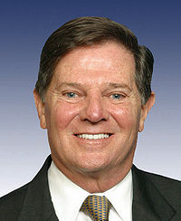 https://i1.wp.com/upload.wikimedia.org/wikipedia/commons/thumb/0/01/TomDeLay.jpg/200px-TomDeLay.jpg
