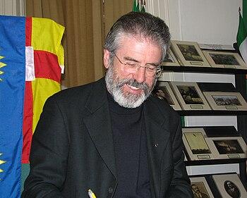 English: Gerry Adams, at a book signing at the...