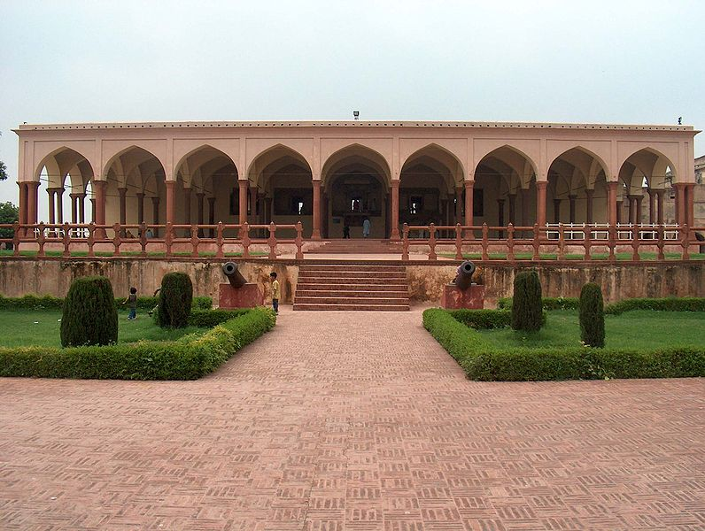 File:July 9 2005 - The Lahore Fort-Closer view of the Hall of public audience.jpg