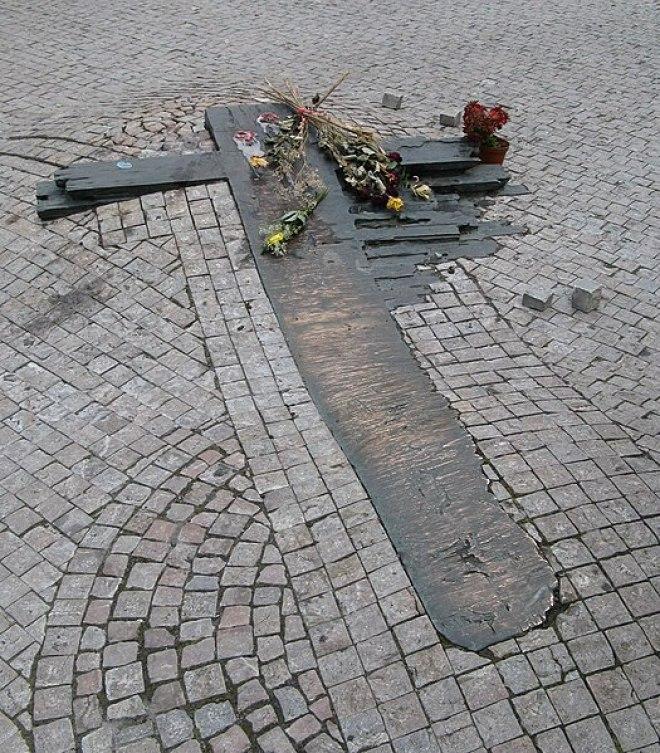 File:Prag Kreuz für Jan Palach.jpg