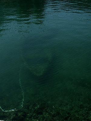 Ελληνικά: Βυθισμένη βάρκα στην Κέρκυρα. Españo...