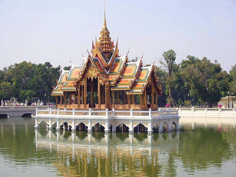 ไฟล์:Bang Pa-In floating pavilion.jpg