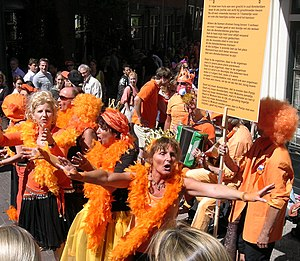 English: Women dressed in orange during Queen'...