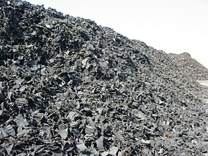 English: Piles of shredded tires