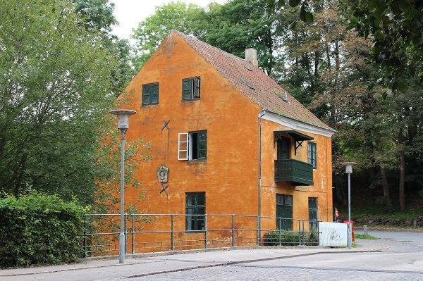 File:Strømhuset, 2018-09-16.jpg - Wikimedia Commons
