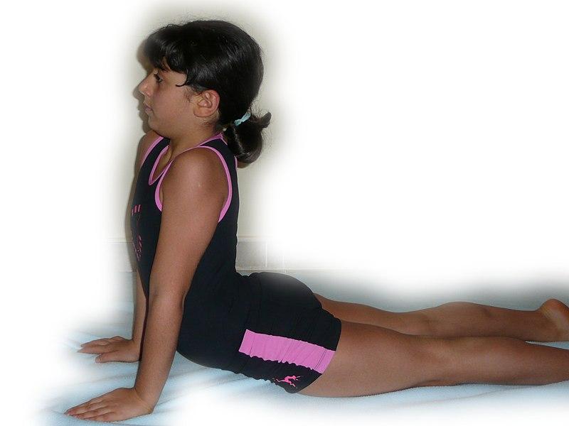 File:Stretching 1200822.jpg