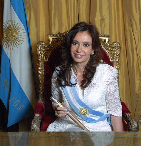 https://i1.wp.com/upload.wikimedia.org/wikipedia/commons/thumb/0/05/Cristina_Fern%C3%A1ndez_de_Kirchner_-_Foto_Oficial_2.jpg/462px-Cristina_Fern%C3%A1ndez_de_Kirchner_-_Foto_Oficial_2.jpg