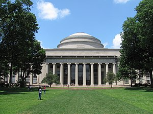 English: MIT Building 10 and the Great Dome, C...
