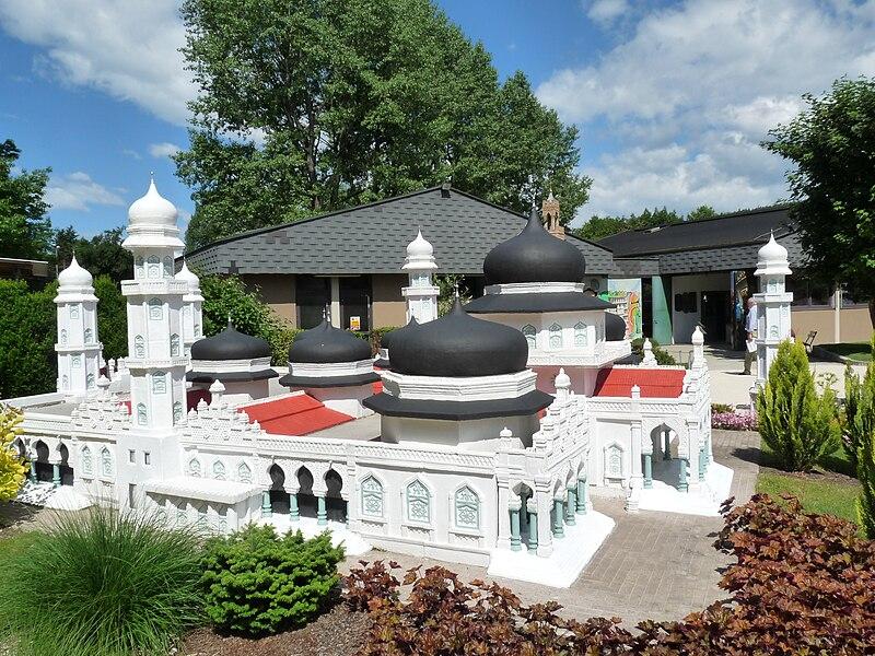 Berkas:Moschee Banda Aceh Miniatur.JPG