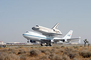 EDWARDS AIR FORCE BASE, Calif. -- Space Shuttl...