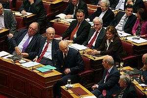Ελληνικά: Βουλευτές του ΠΑΣΟΚ την ημέρα της ομ...