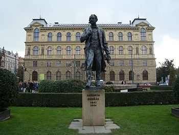 English: Statue of Antonín Dvořák in front of ...