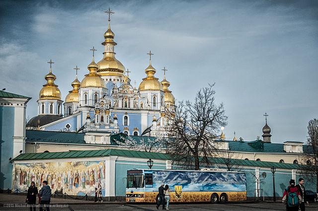 https://i1.wp.com/upload.wikimedia.org/wikipedia/commons/thumb/0/05/St._Michael%27s_Golden-Domed_Monastery_in_Kiev%2C_Ukraine.jpg/640px-St._Michael%27s_Golden-Domed_Monastery_in_Kiev%2C_Ukraine.jpg?w=1050&ssl=1