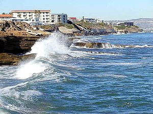 English: Waves on Ocean Coast