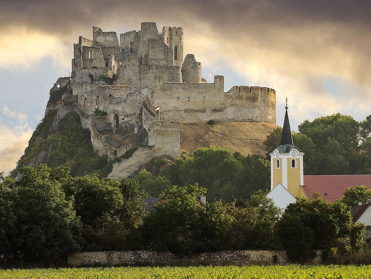 Beckov Castle Wikipedia