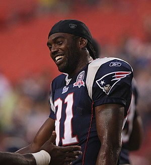 Randy Moss #81 of the New England Patriots bef...