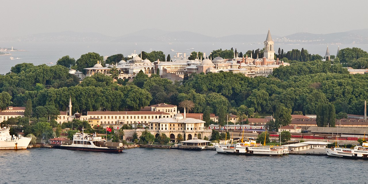 Topkapi Palace. Istanbul, Turkey. (Photo: Wikimedia Commons, authors Carlos Delgado and Kadellar)