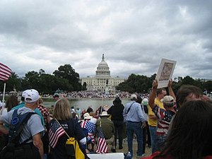 English: Tea Party protesters fill the Nationa...