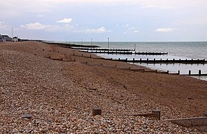 English: Beach and groynes at Bognor Regis