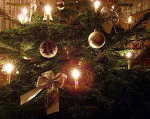 English: Candles on a German Christmas tree De...