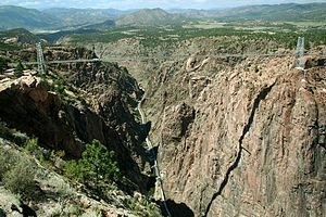 English: The Royal Gorge Bridge is a suspensio...