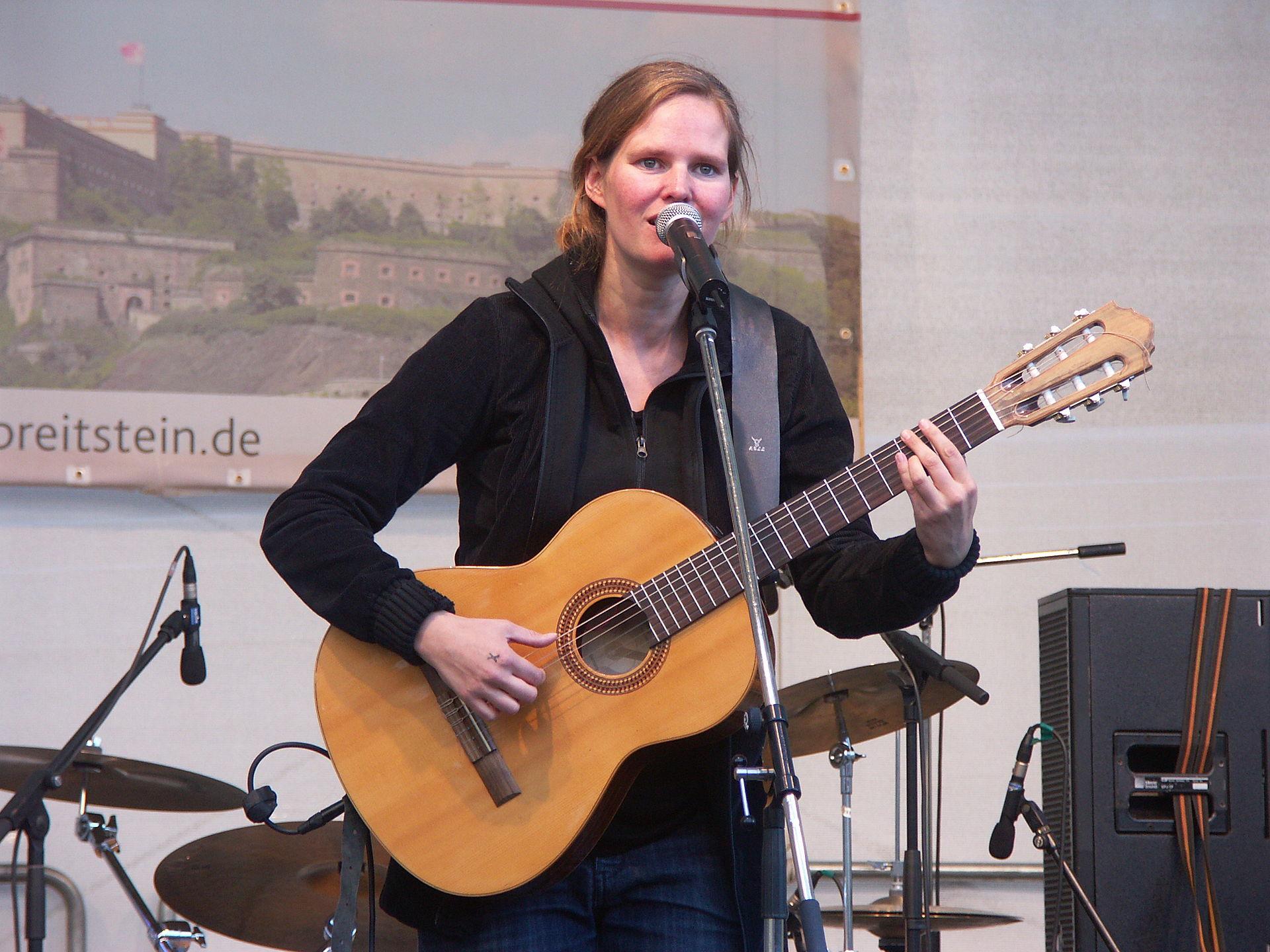 Dota Singer Wikipedia