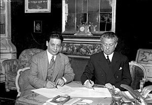 Max Reinhardt signing a film treaty with the U...