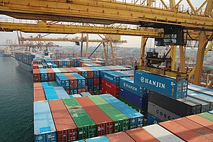 English: Large vessels at the Port of Colombo ...
