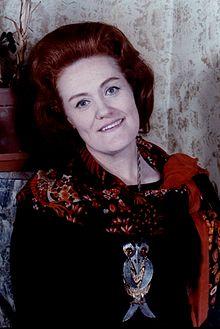 Dame Joan Sutherland colour Allan Warren.jpg