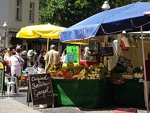 {{de|Wochenmarkt Karl-August-Platz Berlin Char...