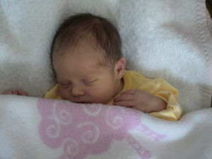 English: Newborn baby Română: Nou nascut