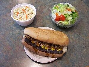 English: Bill Gray's white hot dog, macaroni s...
