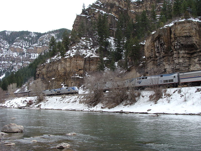 File:California Zephyr--Eastbound meets Westbound in Glenwood Canyon.jpg