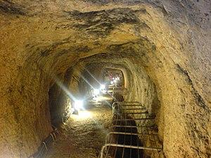 English: Inside the Tunnel of Eupalinos (Eupal...