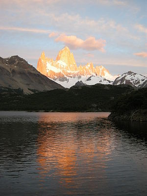 English: Fitz Roy mountain (cerro Chaltén) at ...