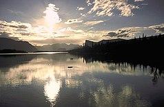 Blick vom Ufer des Sees Laitaure in den Sarek-Nationalpark, ins Rapadalen mit den Bergen Tjåkkeli und Skierffe