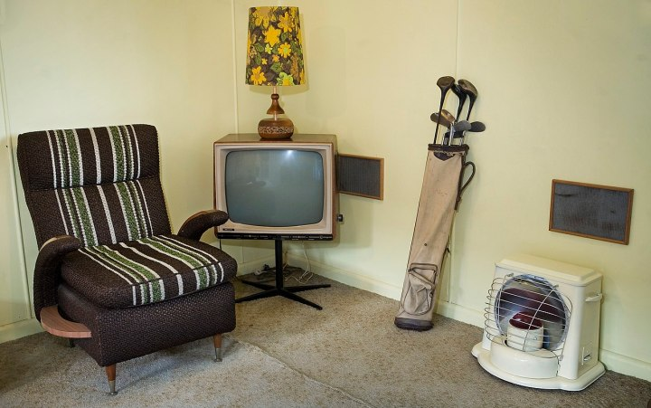 Filetv Set Golf Clubs And Other Furniture In A Beach House Auckland 1022 Jpg Wikimedia
