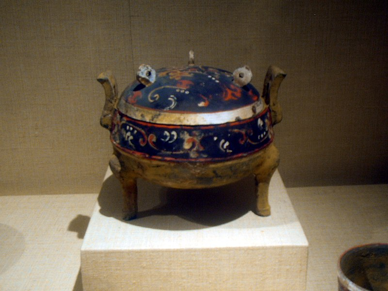 File:Tripod cauldron, earthenware with paint, Western Han Dynasty.JPG