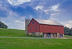 English: An Amish barn in Pennsylvania.