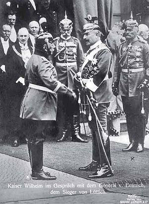 Lyncker (right) is watching Wilhelm II. and th...