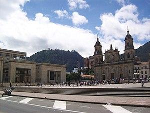 Español: La Plaza de Bolívar de Bogotá y el Ce...