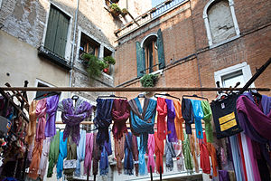 English: Street vendor. Venice, Italy 2009