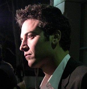 English: A profile shot of actor Josh Radnor a...