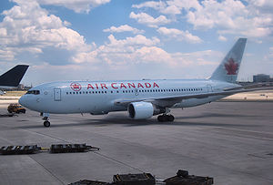 English: Air Canada #616 Boeing 767-200ER at T...