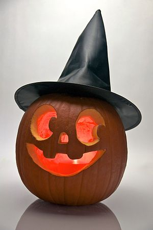 English: Halloween pumpkin with a witch hat.