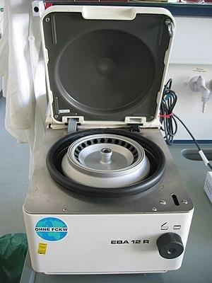 English: Tabletop centrifuge.