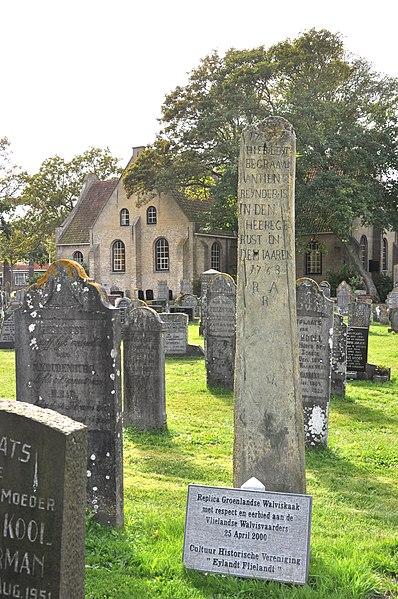Walviskaak grafsteen Vlieland