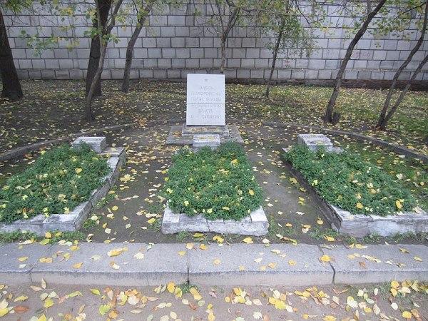File:Могилы героев Гражданской войны, Новосибирск, сквер ...