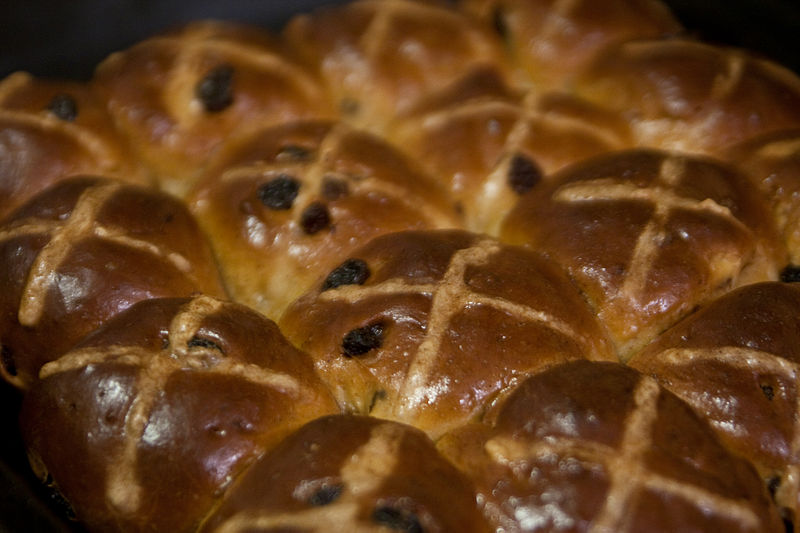 Array of Hot Cross Buns by Aidan Wojtas http://commons.  wikimedia.org/wiki/File:Array_of_Hot_Cross_Buns,_March_2010.jpg