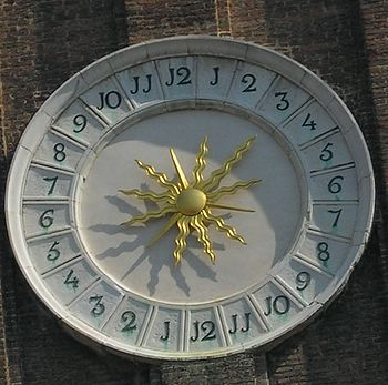 English: The 24 hour tower clock face in Venice